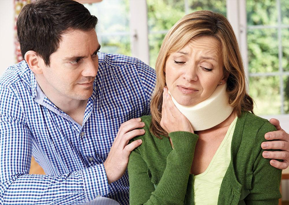 """זוג לאחר תאונה, אישה בכאבים, שפרגר ושות' - עו""""ד נזיקין"""